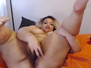 bootylicious texas beauty with oiled black clapping ass