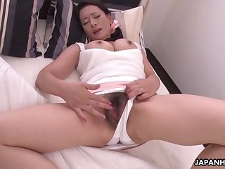 japanese mature brunette, rei kitajima is masturbating all d